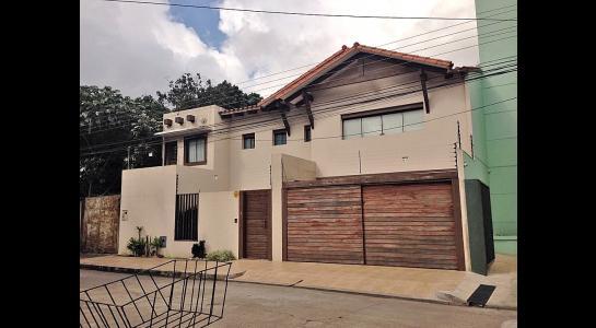 Casa en Alquiler Av Banzer entre 2do y 3er anillo Foto 1