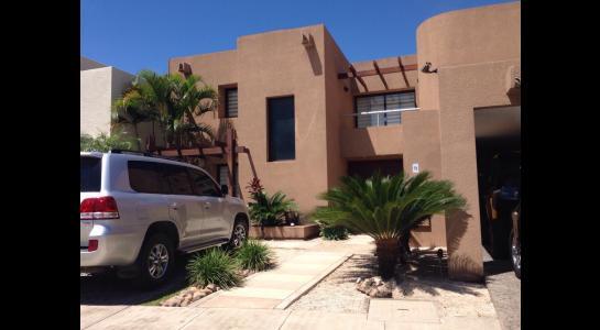 Casa en Alquiler AVENIDA BENI PASANDO EL 5 ANILLO,  CONDOMINIO LA HACIENDA II Foto 1