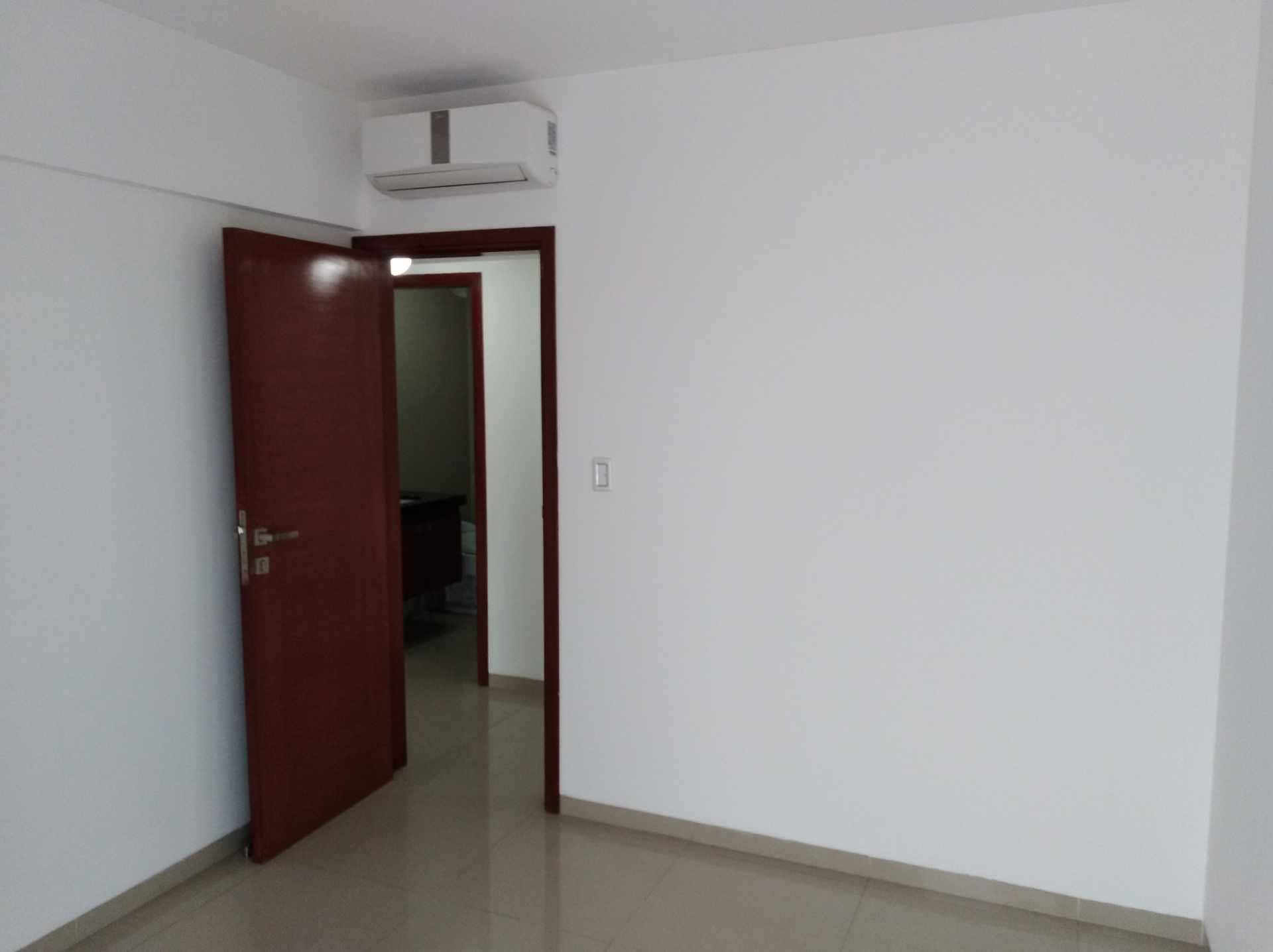 Departamento en Venta Av. Los Cusis, Condominio Mythos, entre Av. Beni y Alemania Foto 4
