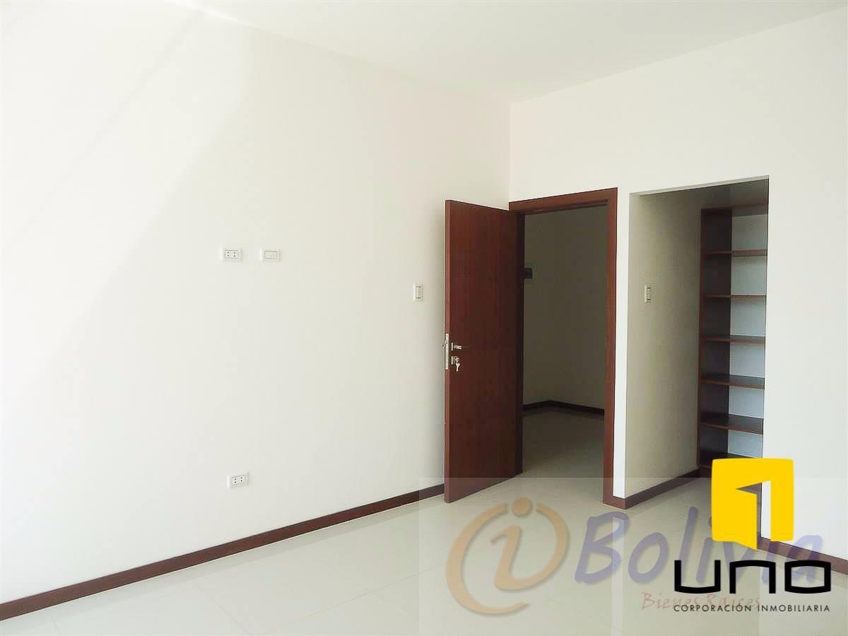 Casa en Venta Av. Banzer 3ro anillo externo Foto 8