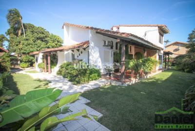Casa en Venta en Santa Cruz de la Sierra 5to Anillo Norte UNA CASONA PARA DISFRUTAR Zona Av. Alemana
