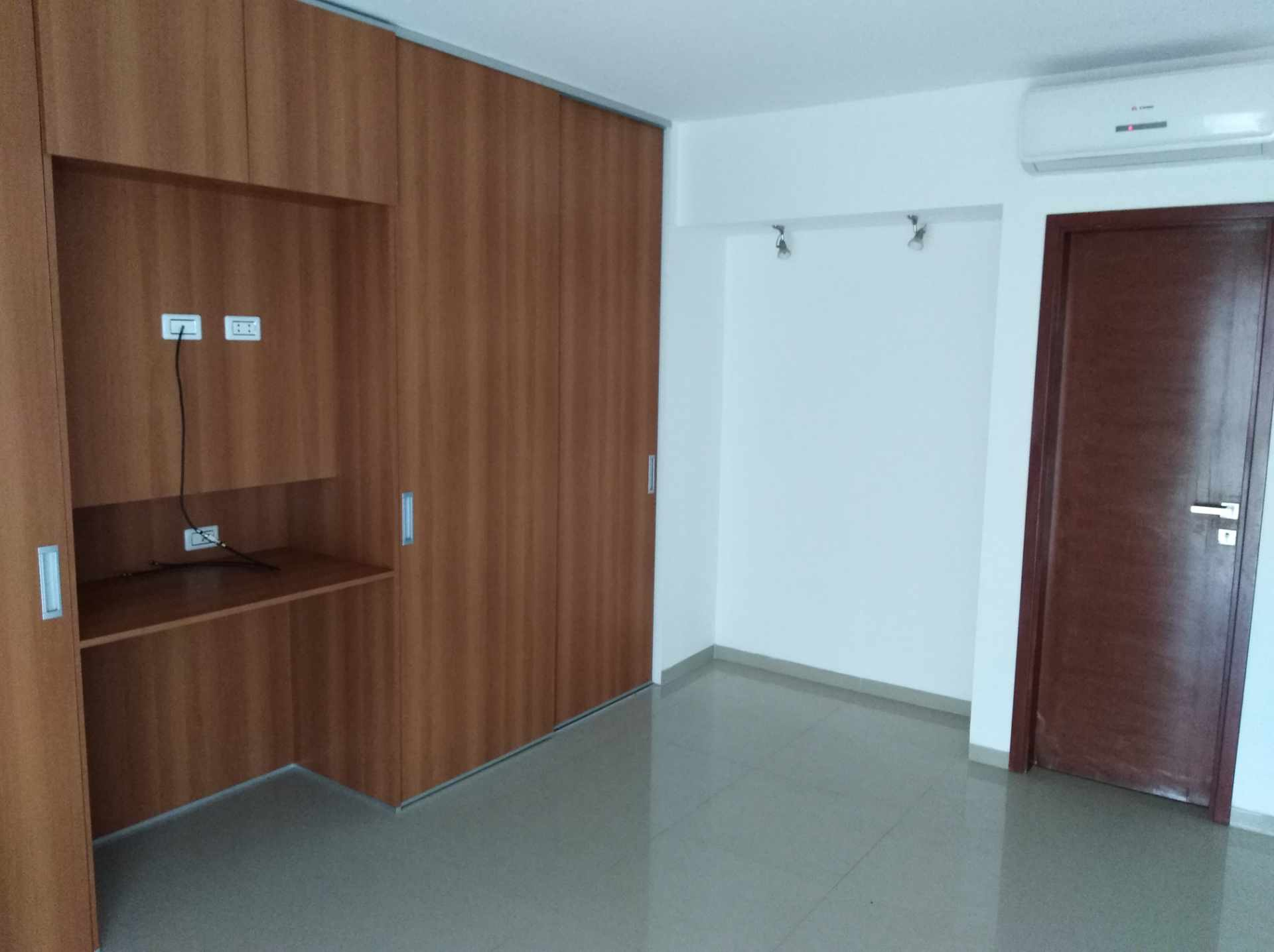 Departamento en Venta Av. Los Cusis, Condominio Mythos, entre Av. Beni y Alemania Foto 8