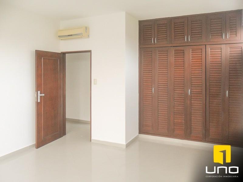 Casa en Alquiler Zona Urubo, dentro de exclusivo condominio Foto 6