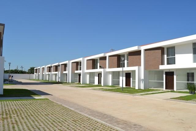 Casa en Venta Zona Norte 5to Anillo En Condominio Cerrado Foto 2