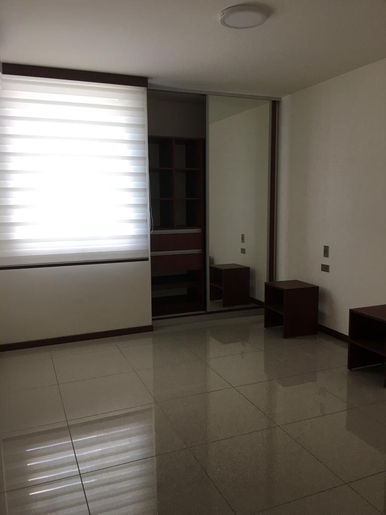 Departamento en Alquiler Avenida Los Cusis condominio Macoro 10 Foto 8
