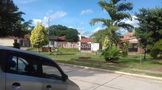 Departamento en Anticretico Calle Adenauer, entre calle 5 y 6 , entrando por el 4 anillo de lavenida los penocos, casa frente a una plaza Foto 2