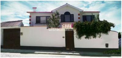 Casa en Venta en La Paz Alto Irpavi 3 cuadras de la Emi