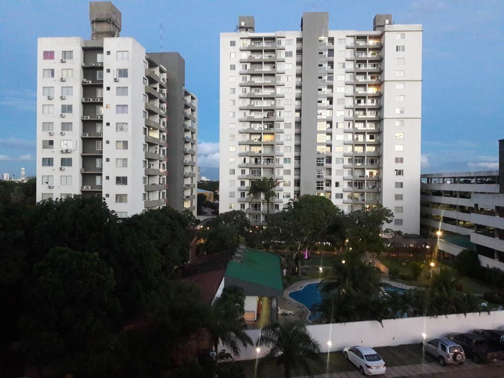 Departamento en Venta AV. ROCA Y CORONADO - CONDOMINIO CURUPAU 2 Foto 3