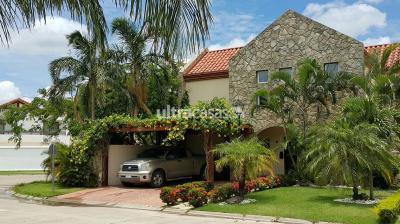 Casa en Venta en Santa Cruz 5to Anillo Norte
