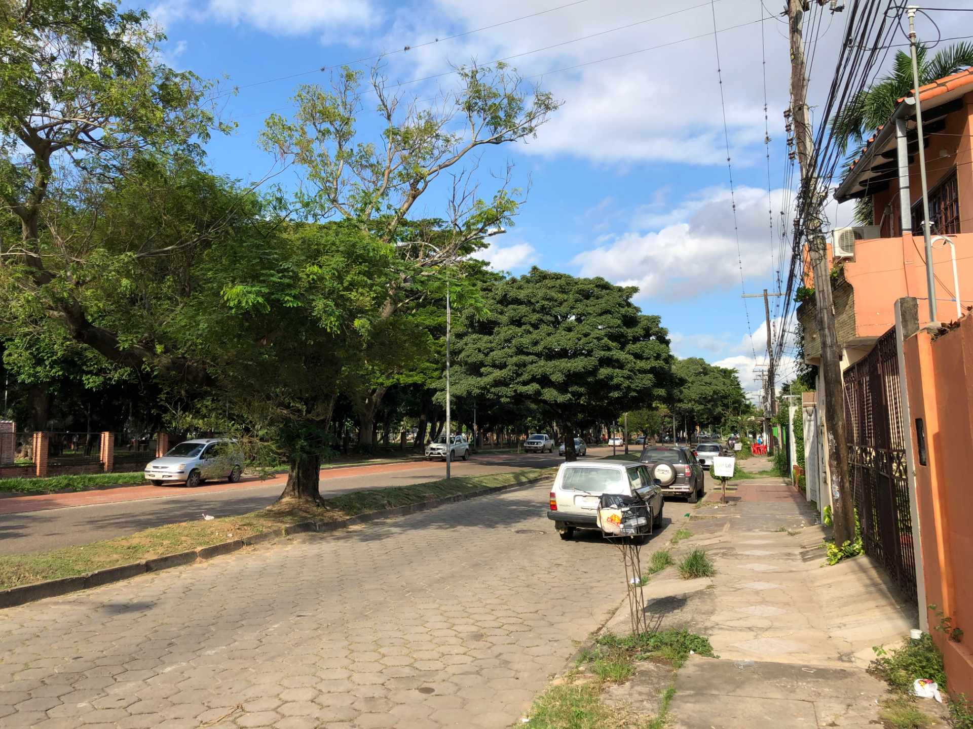 Terreno en Venta Avenida Teniente Cuellar frente al Parque Urbano Foto 4