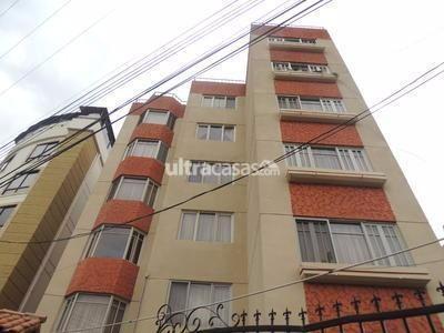 Casa en Venta en Cochabamba Centro VENDO BONITO DEPARTAMENTO AMPLIO CON DOBLE SALIDA DE ZONA CENTRICA