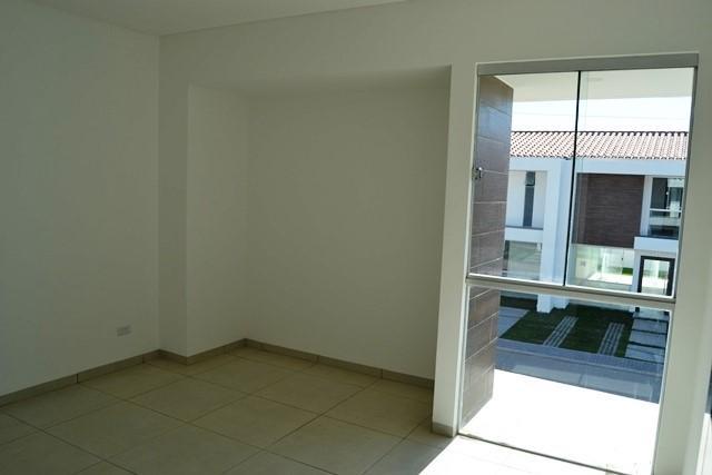 Casa en Venta Zona Norte 5to Anillo En Condominio Cerrado Foto 6