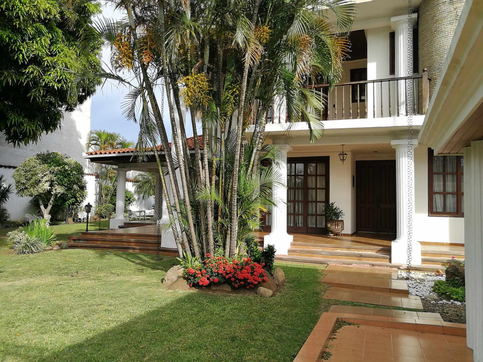 Casa en Venta ZONA SUR - SOBRE SOBRE SEGUNDO ANILLO PARQUE URBANO Foto 1