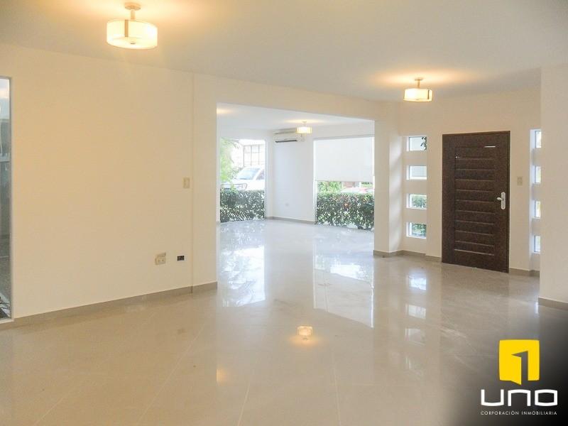 Casa en Alquiler Zona Urubo, dentro de exclusivo condominio Foto 12