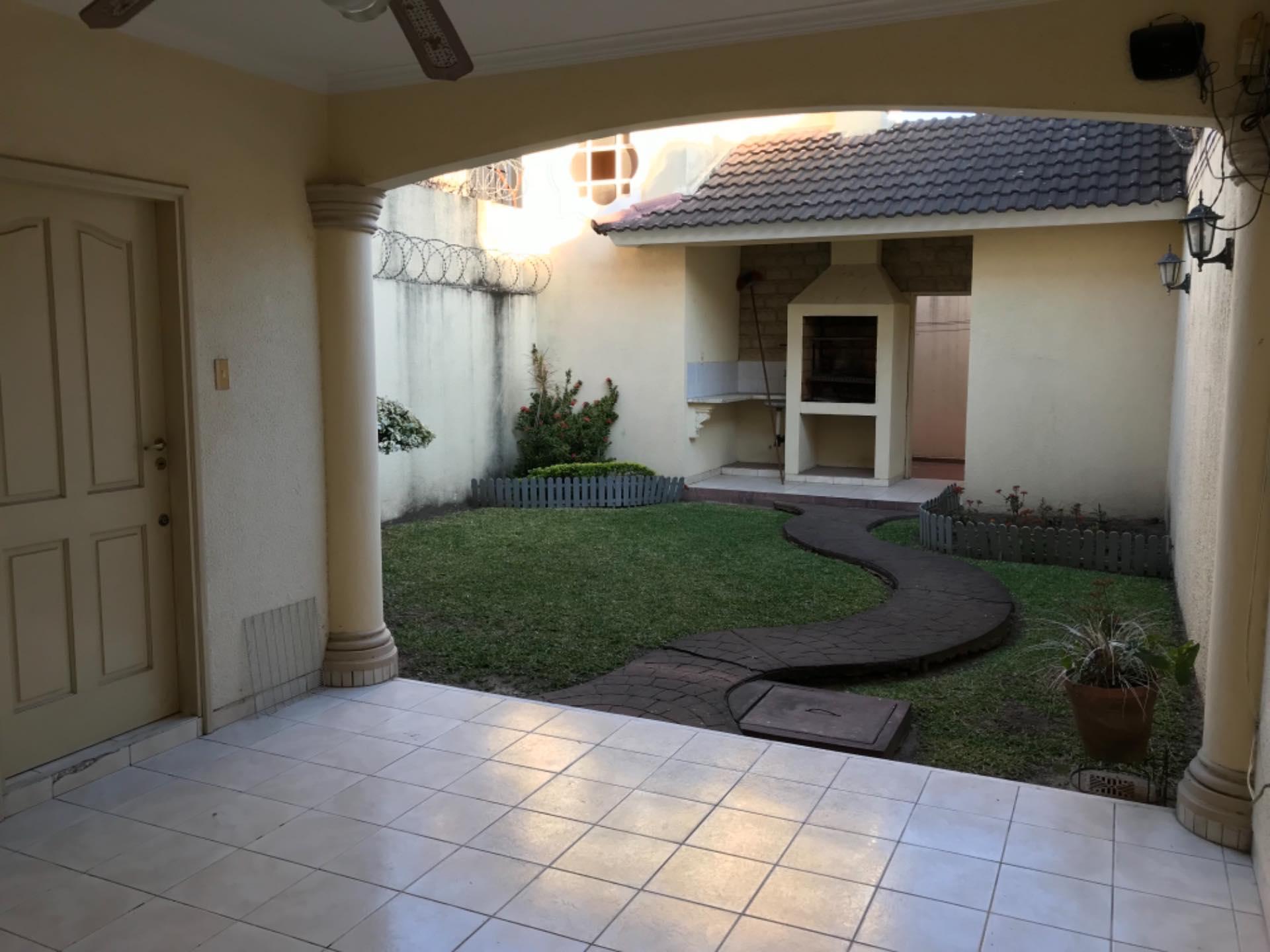 Casa en Alquiler Av. La Barranca barrio El Trompillo Alcaya #300 esq. Zoilo flores  Foto 6