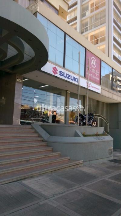 Local comercial en Alquiler en La Paz Obrajes Obrajes, Av. Hernando Siles, calle 8, Edificio Loyola II, vista a la calle.