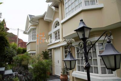 Casa en Alquiler en La Paz Mallasilla EN ALQUILER: CASA EN CONDOMINIO CERRADO