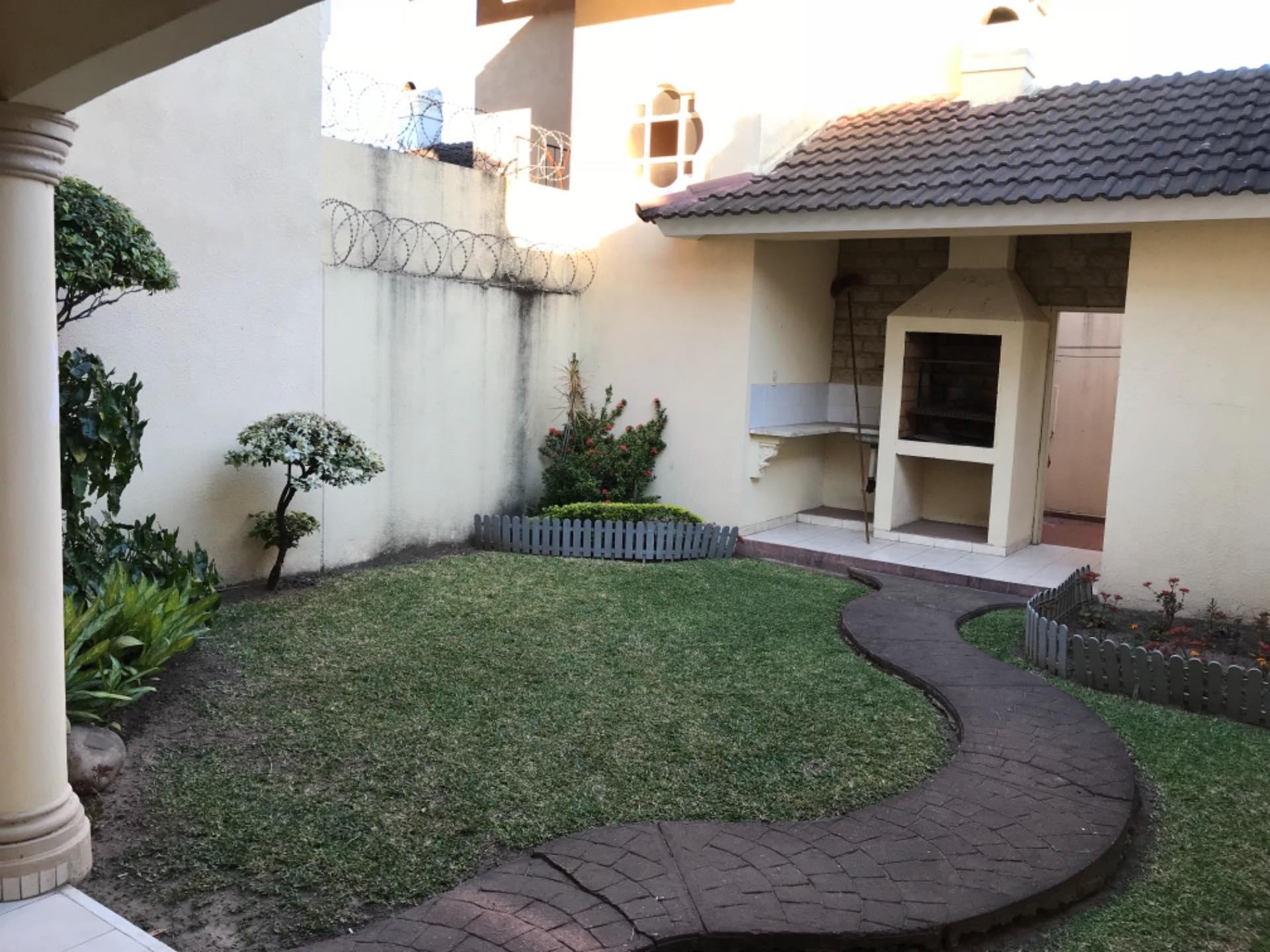 Casa en Alquiler Av. La Barranca barrio El Trompillo Alcaya #300 esq. Zoilo flores  Foto 10