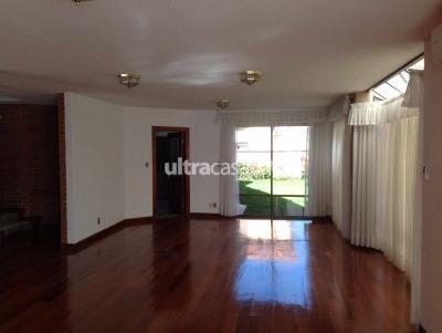 Casa en Venta en La Paz Calacoto Cerca al Hipermaxi
