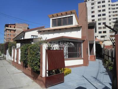 Casa en Venta en Cochabamba Muyurina Hermosa casa tras Torres Sofer-Hipermaxi, a media cuadra colegio Don Bosco, una cuadra de la UMSS , a dos cuadras del Cine Center zona central