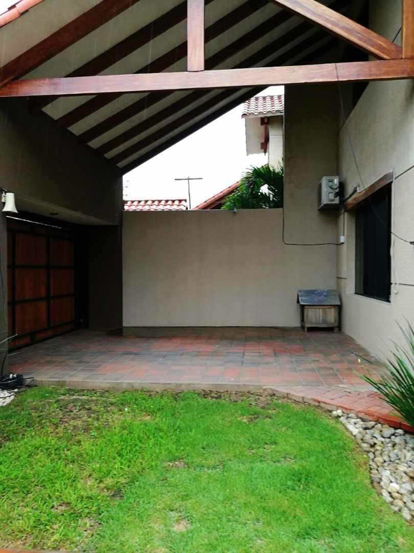 Casa en Alquiler Barrio Aeronáutico Calle Pauro #300 Foto 13