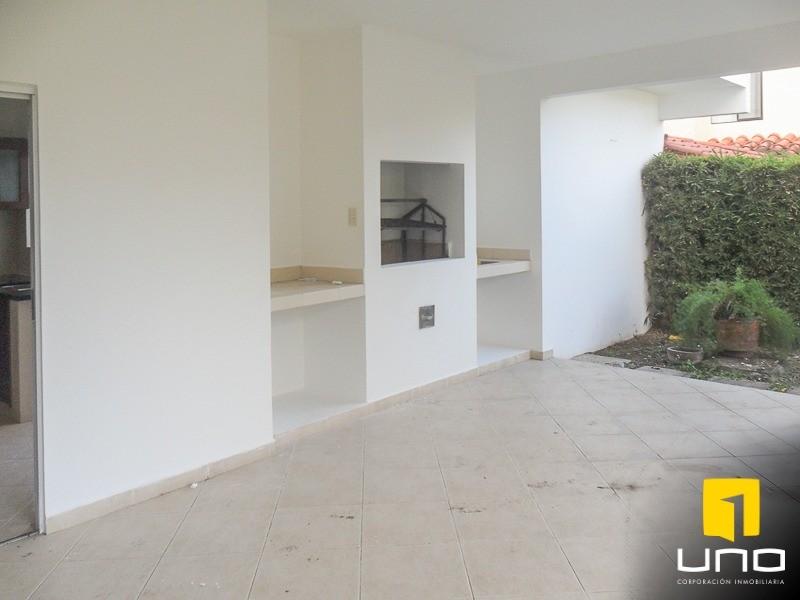 Casa en Alquiler Zona Urubo, dentro de exclusivo condominio Foto 10
