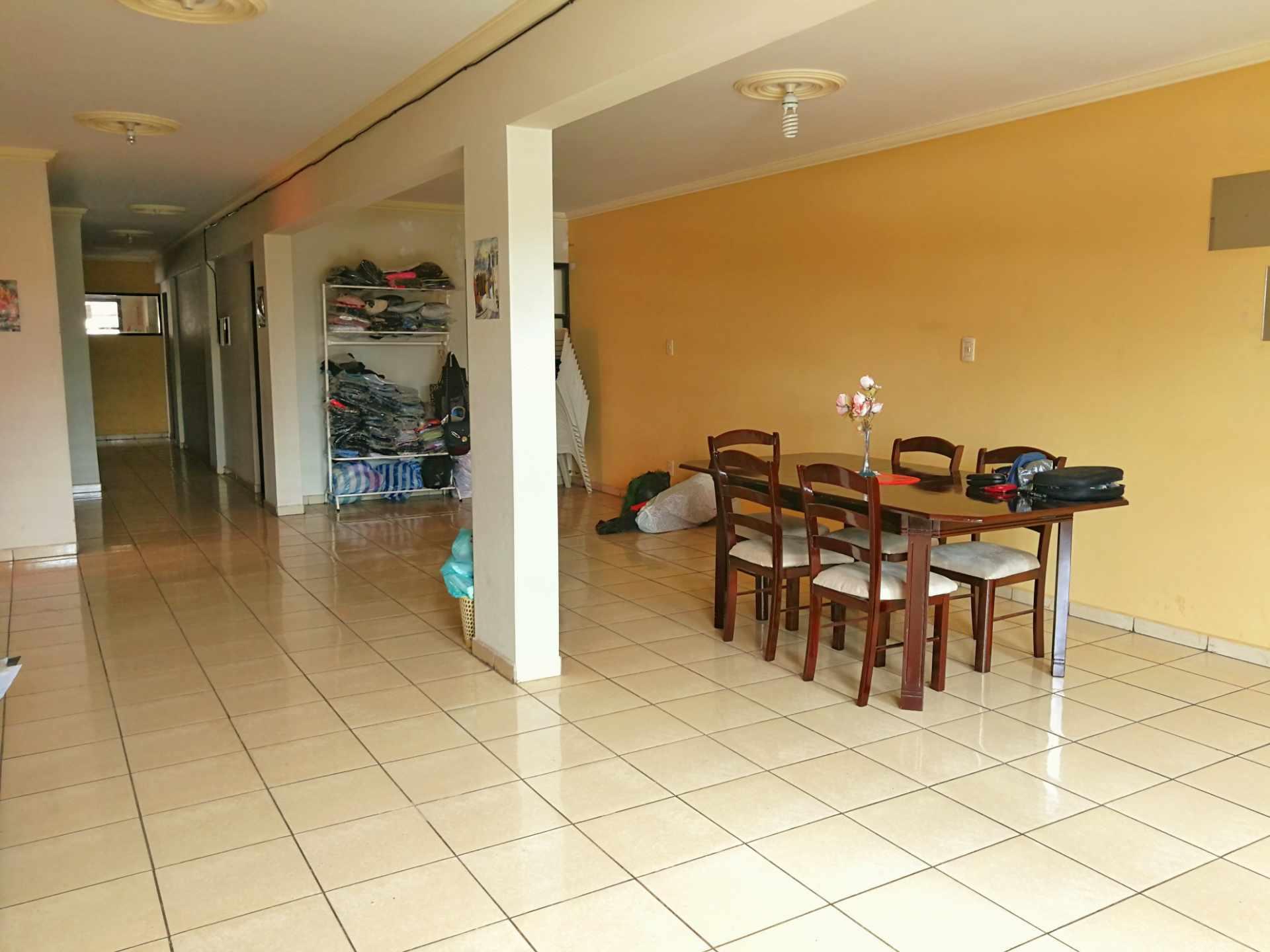 Departamento en Venta A media Cuadra Av. 2 de Agosto (Entre 5to. y 6to Anillo, Condominio Estefanía)   Foto 1