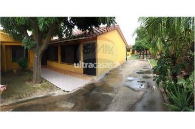 Casa en Venta en Santa Cruz de la Sierra 5to Anillo Sur Calle 4