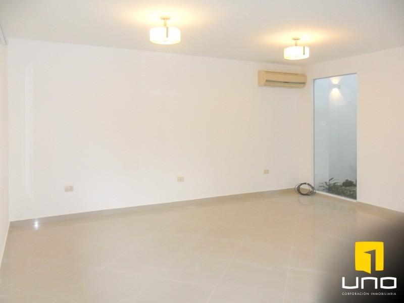 Casa en Alquiler Zona Urubo, dentro de exclusivo condominio Foto 4