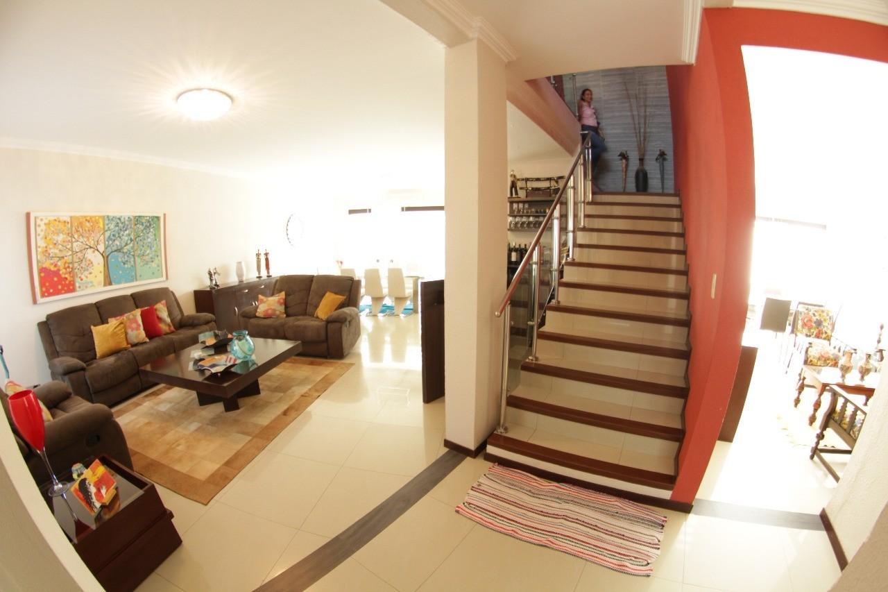 Casa en Venta Av. Banzer entre 7mo. y 8vo. anillo Foto 2