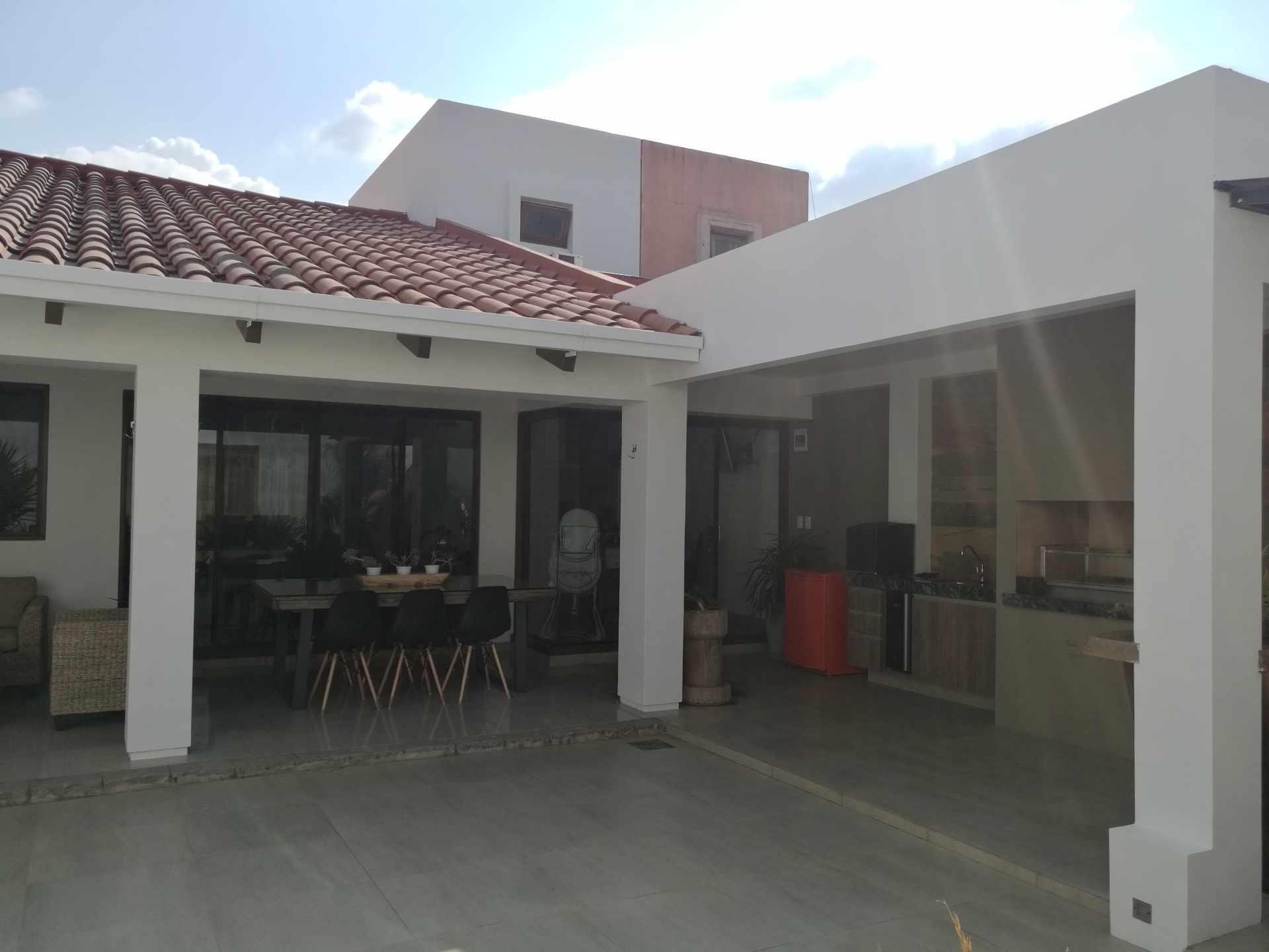 Casa en Venta Condominio La Hacienda I 5to anillo entre Av Cristo Redentor y Av. Beni Foto 2