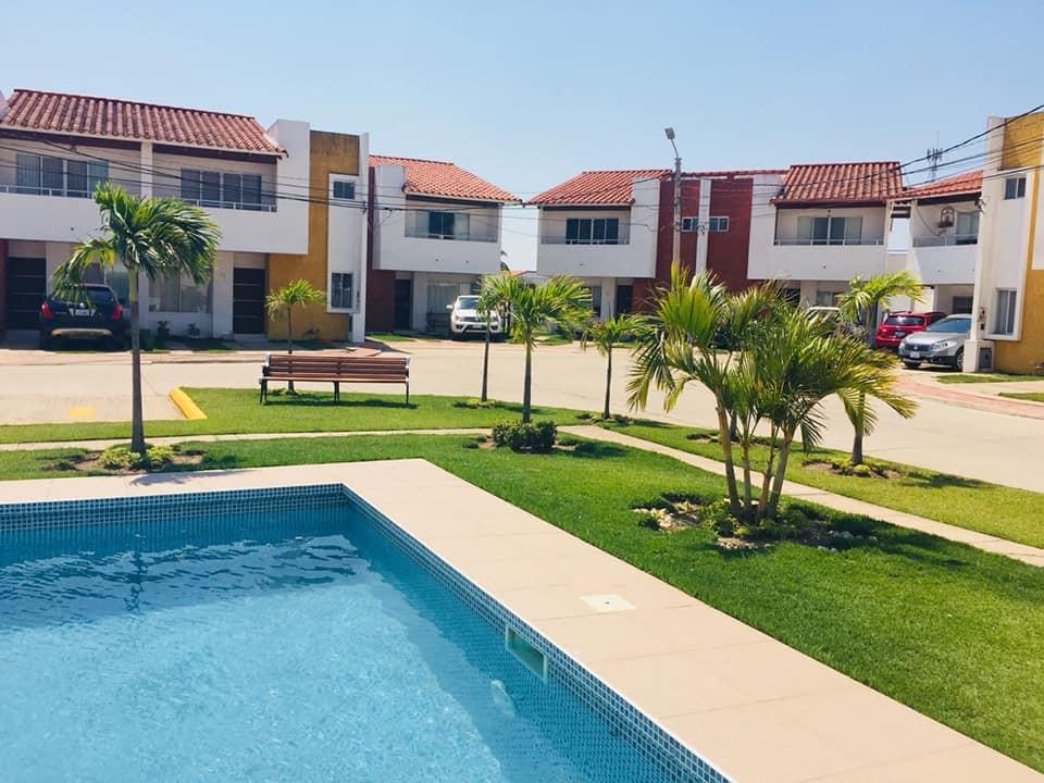 Casa en Venta AV. BANZER EL REMANSO Foto 8