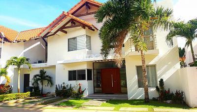 Casa en Venta en Santa Cruz de la Sierra 5to Anillo Norte 5to. Y 6to. Anillo Av. Banzer uv 69 Mz 9