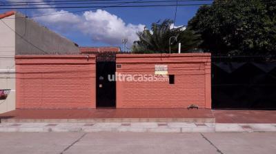 Casa en Venta en Santa Cruz de la Sierra 5to Anillo Este Zona Este, B/ Guaracachi Petrolero Este pasando el trillo y Av. General Campero entre 5to y 6to anillo, pasan las líneas 13 y 19.