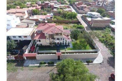 Casa en Venta en Cochabamba Aranjuez Av. Las Begonias