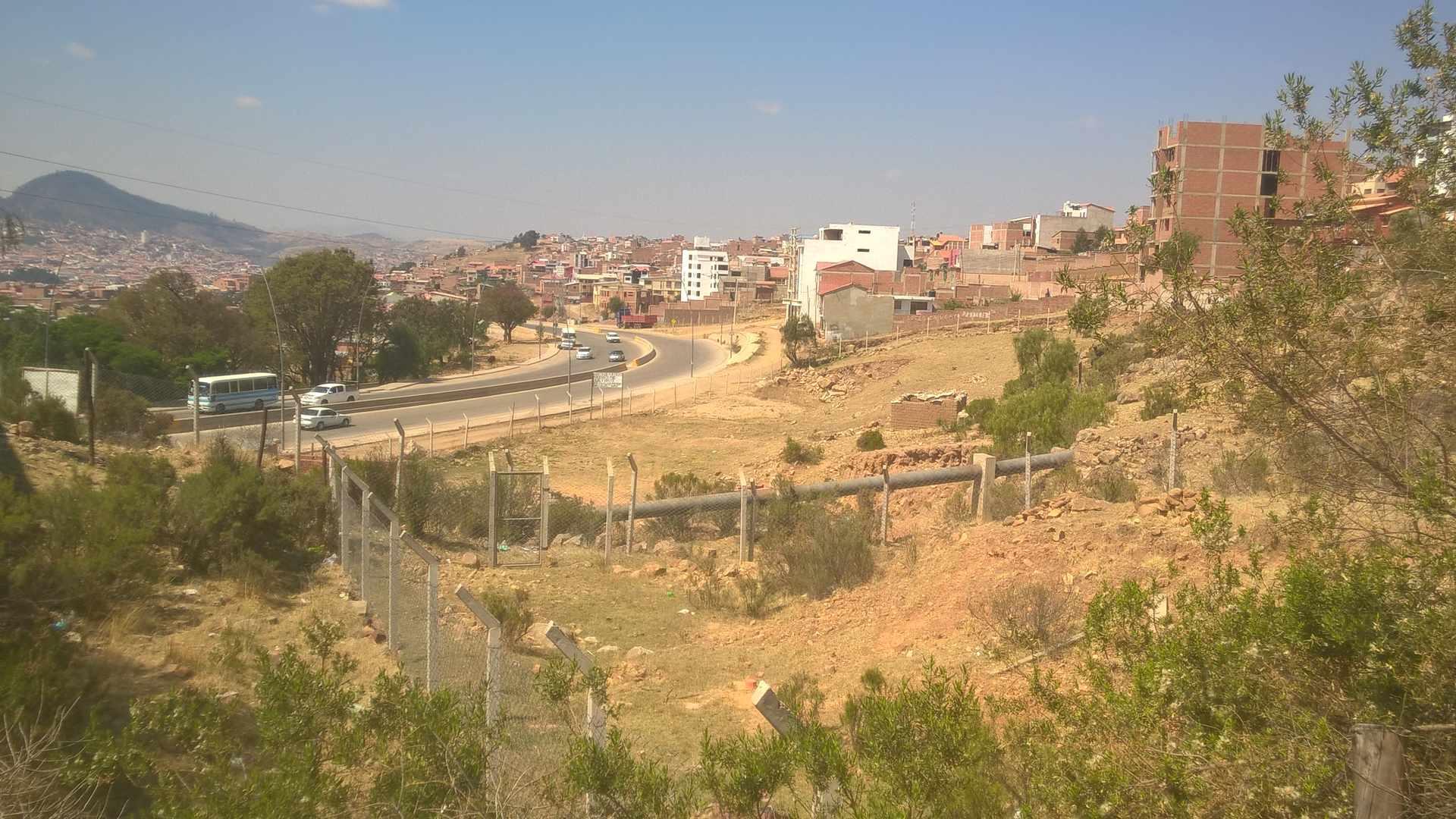 Terreno en Venta Calle sin denominación próximo: al Mirador (a una cuadra y media) y la Av. Juana Azurduy de Padilla. Foto 3