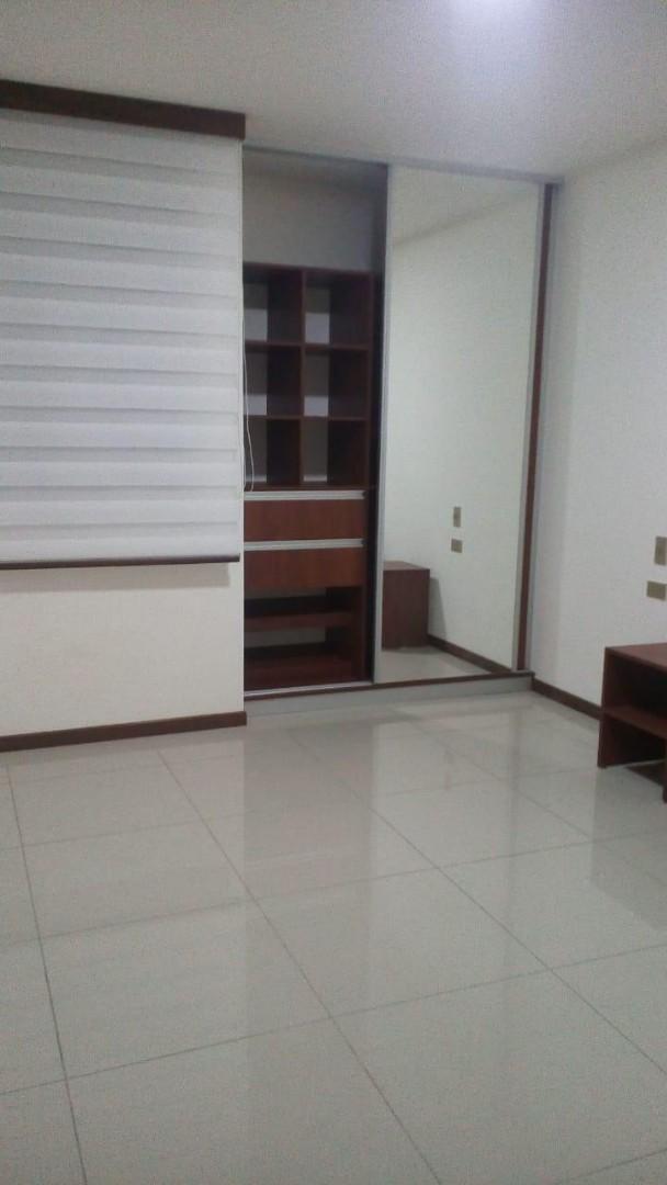 Departamento en Alquiler Avenida Los Cusis condominio Macoro 10 Foto 6