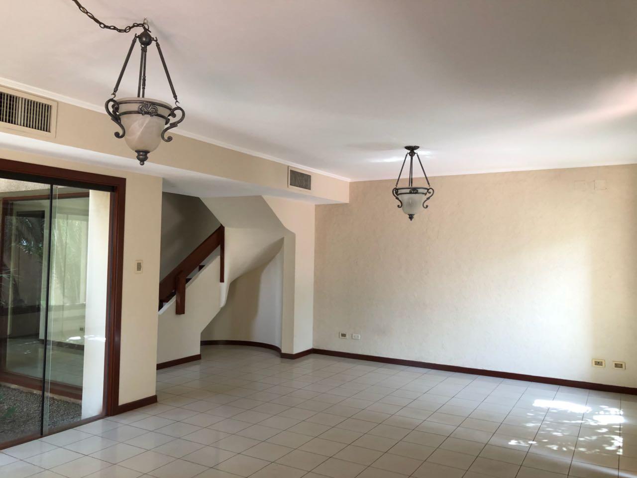 Casa en Alquiler CASA EN ALQUILER, URBANIZACIÓN LA HACIENDA I, ENTRE AV. BENI Y BANZER 5TO ANILLO Foto 18