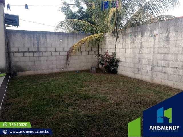 Casa en Venta AV. BANZER KM. 8. 5 ENTRANDO 4 CUADRAS DE LA AVENIDA Foto 6