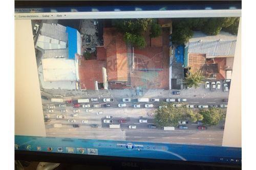 Terreno en Venta  Sobre avenida Segundo Anillo (Cristóbal de Mendoza), en la UV 1, Manzano 2, a pocos metros del Cristo Redentor.  Foto 3