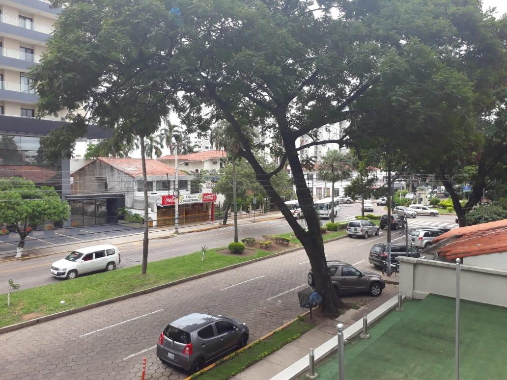 Departamento en Alquiler Calle La Paz, casi esquina Av. Irala Foto 7